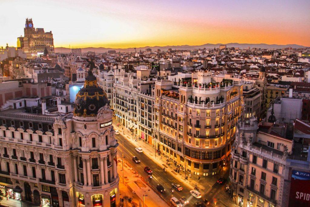 Foto da cidade de Madrid ao pôr do sol